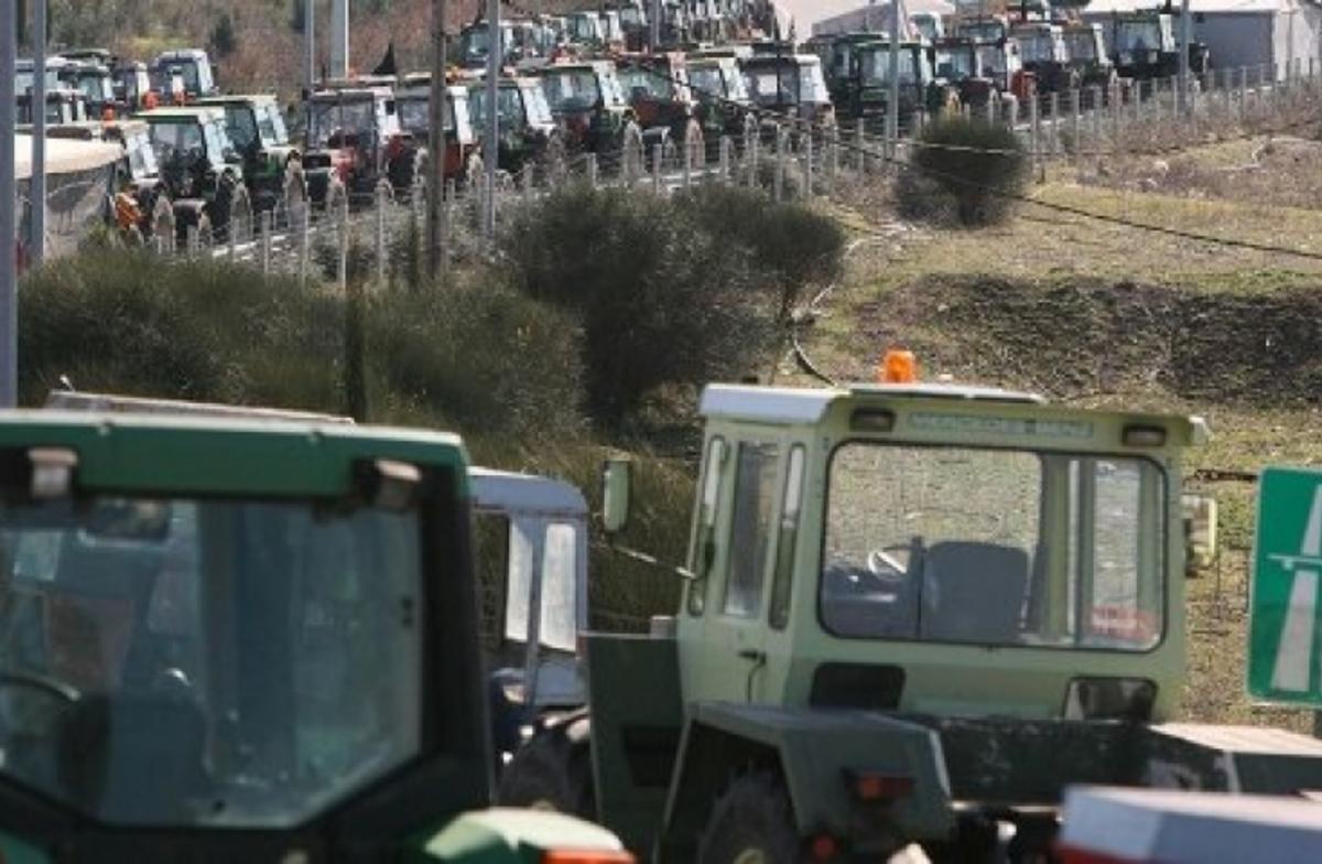 Kλήσεις για… παράνομο παρκάρισμα στα τρακτέρ της Αχαϊας! Δείτε τα σημεία των κινητοποιήσεων σε όλη την περιφέρεια | Newsit.gr
