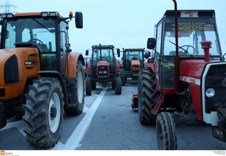 Κλείνουν τα τελωνεία οι αγρότες   Newsit.gr