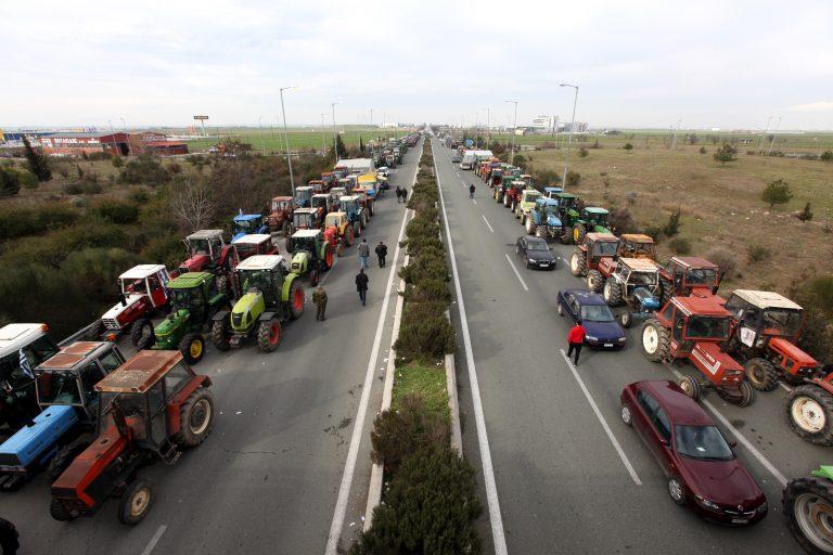 «Μπλοκάρουν» όλη την Ελλάδα οι αγρότες   Newsit.gr