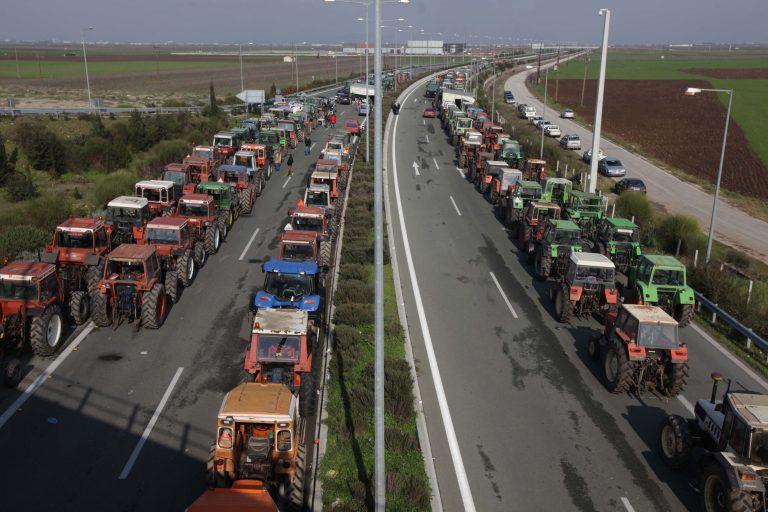 Σήμερα αποφασίζουν οι αγρότες αν θα κόψουν την Ελλάδα στα δυο | Newsit.gr