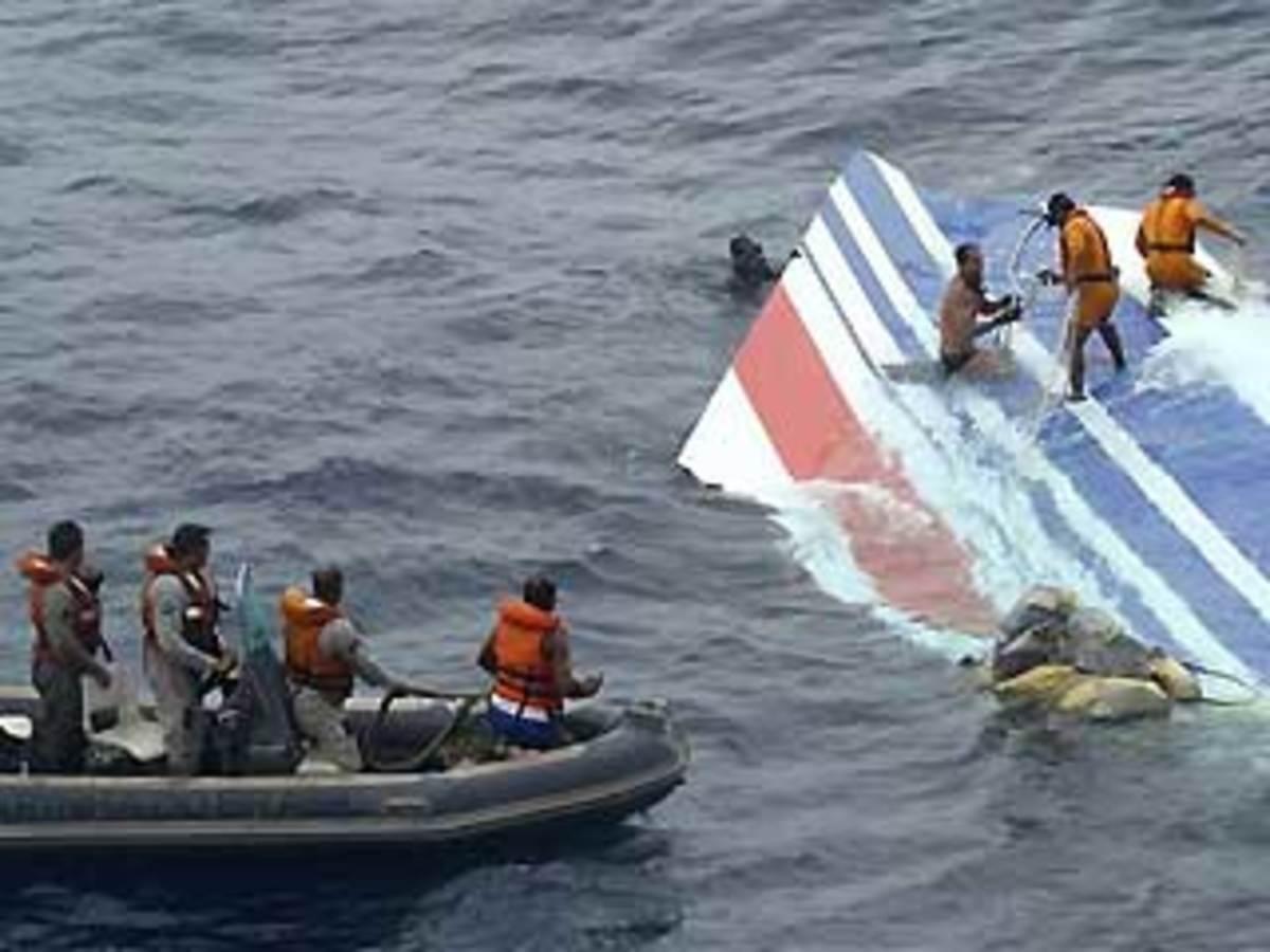 Βρέθηκε το μαύρο κουτί του αεροπλάνου που έπεσε στον Ατλαντικό | Newsit.gr
