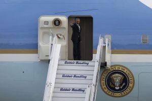 Ομπάμα στην Αθήνα: Το κουτί έκπληξη που βρήκε μέσα στο Air Force