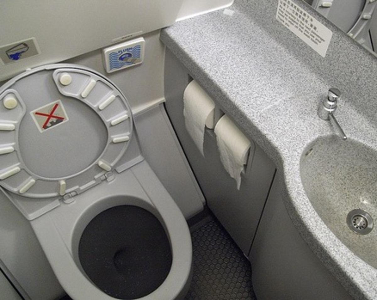 Βρέθηκε νεκρό έμβρυο σε τουαλέτα αεροπλάνου | Newsit.gr
