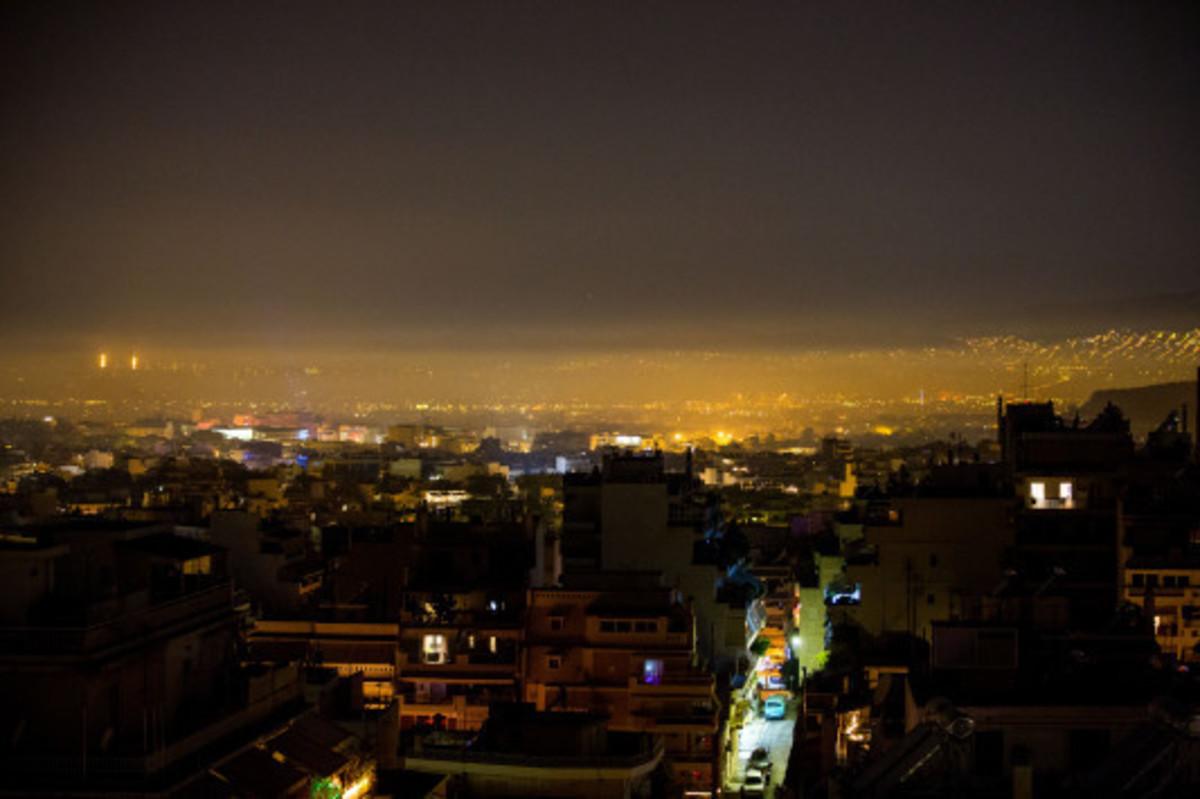 SOS από το υπουργείο περιβάλλοντος: Μην ανάβετε τζάκι σήμερα και αύριο