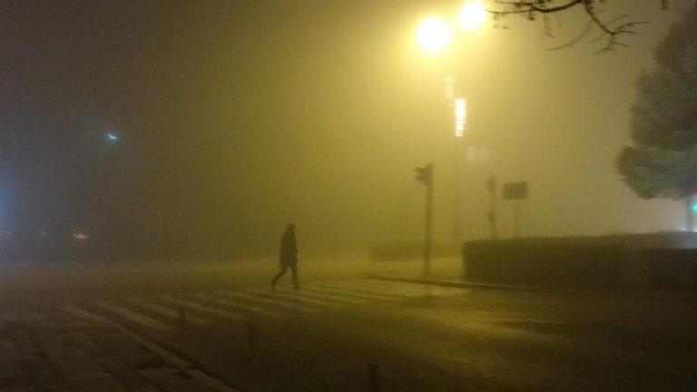 Δε βλέπουν ούτε τη μύτη τους! Στο «κόκκινο» η αιθαλομίχλη στα Ιωάννινα! ΦΩΤΟ | Newsit.gr