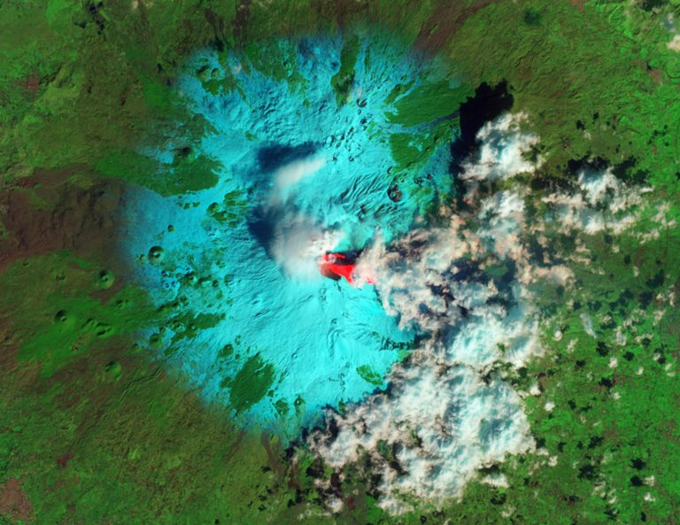 Η Αίτνα εκρήγνυται! Εντυπωσιακές φωτογραφίες από τη NASA | Newsit.gr