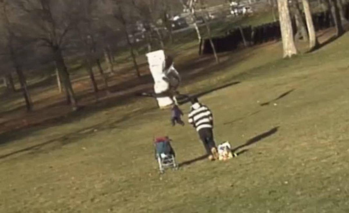 Πλαστό το βίντεο με τον χρυσαετό που αρπάζει ένα μωρό; | Newsit.gr