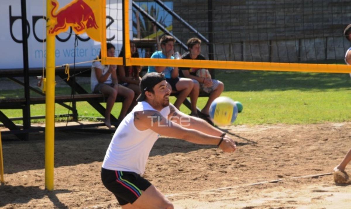 Ο Γιάννης Αϊβάζης παίζει beach volley! Φωτογραφίες | Newsit.gr