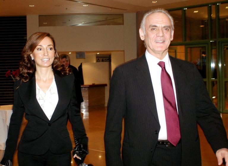 Ανοιχτή επιστολή Άκη: «Αφήστε ελεύθερη τη Βίκυ» | Newsit.gr
