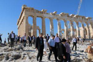 Μάθημα Ιστορίας στην Ακρόπολη για τους φιλοξενούμενους Αρχηγούς Ε.Δ [pics]