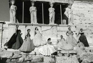 Η φωτογράφιση του Dior και οι γυμνές χορεύτριες στον Παρθενώνα [pics]