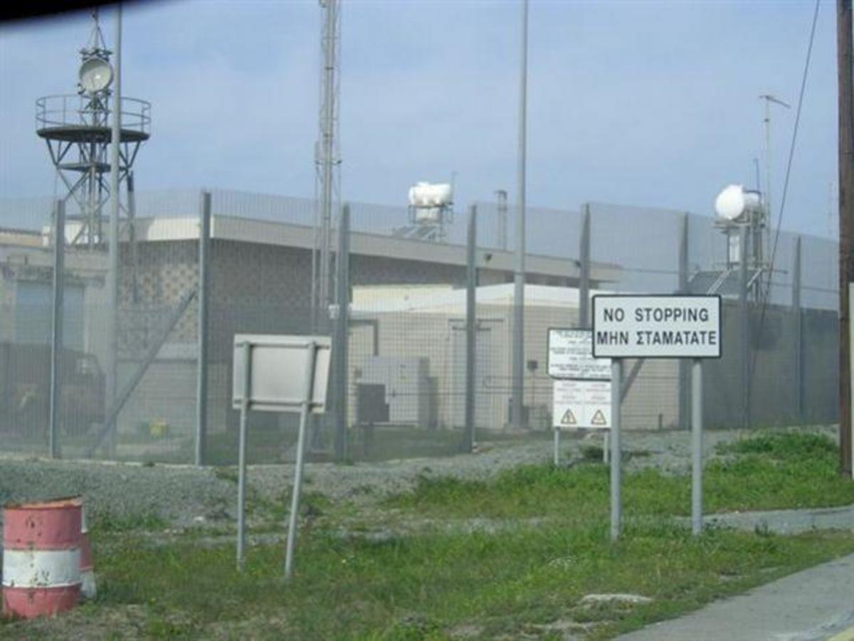 Σοβαρά επεισόδια στην Βρετανική βάση Ακρωτηρίου στην Κύπρο | Newsit.gr