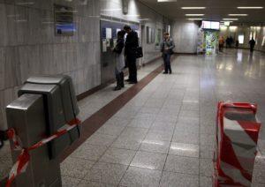 Έσπασαν ακόμη 7 ακυρωτικά μηχανήματα στον σταθμό του μετρό στην Ομόνοια