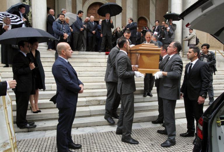 Τελευταίο αντίο στον Αριστείδη Αλαφούζο – Ήταν όλοι εκεί – Βαθιά συγκίνηση [pics] | Newsit.gr