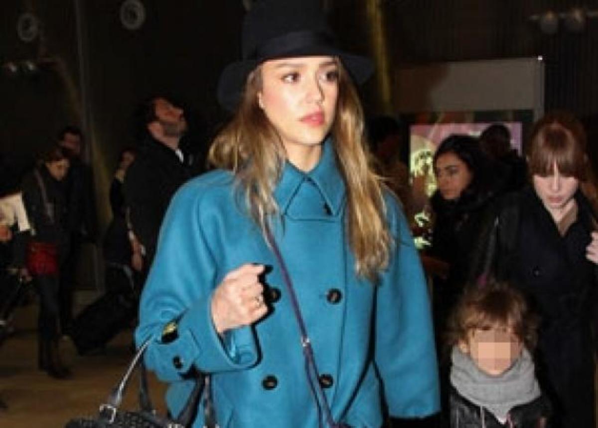 Θέλω το γκρι τζιν της Jessica Alba!   Newsit.gr