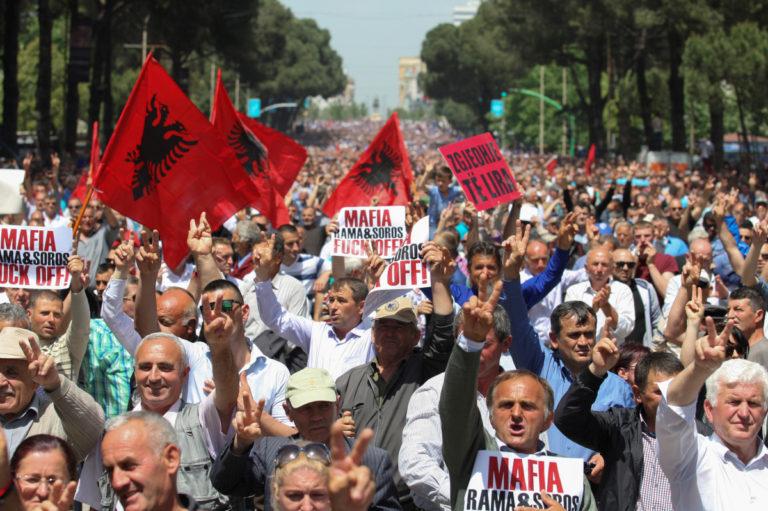 Ένα… μέτωπο λιγότερο – Άρση πολιτικού αδιεξόδου στην Αλβανία
