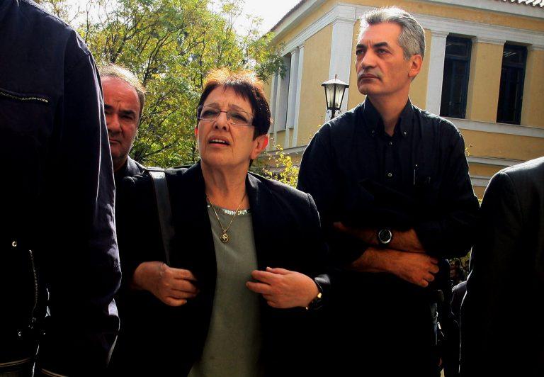 Στον Εισαγγελέα η Παπαρήγα για τους κουκουλοφόρους | Newsit.gr