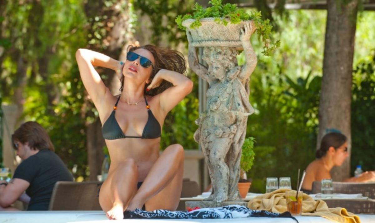 Χ. Αλεξανιάν: Σέξι εμφάνιση με μαγιό! | Newsit.gr