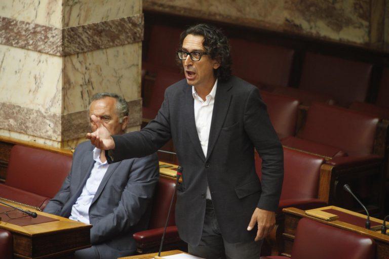 Αλευράς: Κατηγορεί την κυβέρνηση για αργοπορία αλλά στηρίζει Βενιζέλο | Newsit.gr