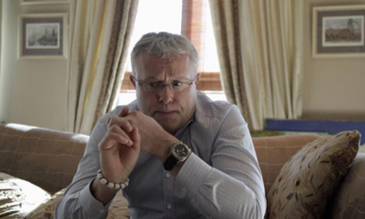 20 μασκοφόροι έχουν περικυκλώσει την τράπεζα του Λεμπέντεφ   Newsit.gr