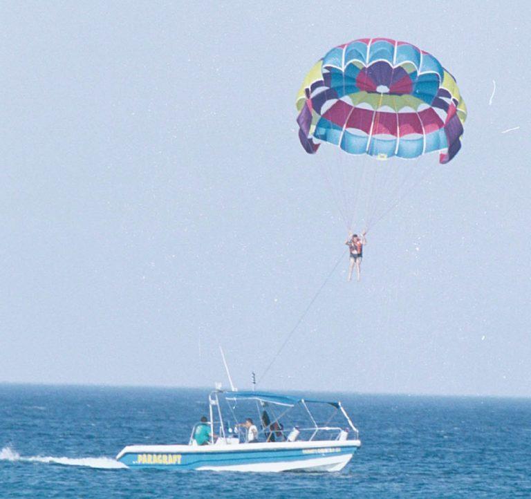 Πάργα: Πανικός σε παραλία – Τραυματίστηκε γυναίκα με αλεξίπτωτο! | Newsit.gr