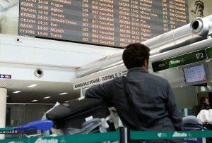 Καταρρέει η Alitalia – Ακυρώθηκε σήμερα το 60% των πτήσεων!
