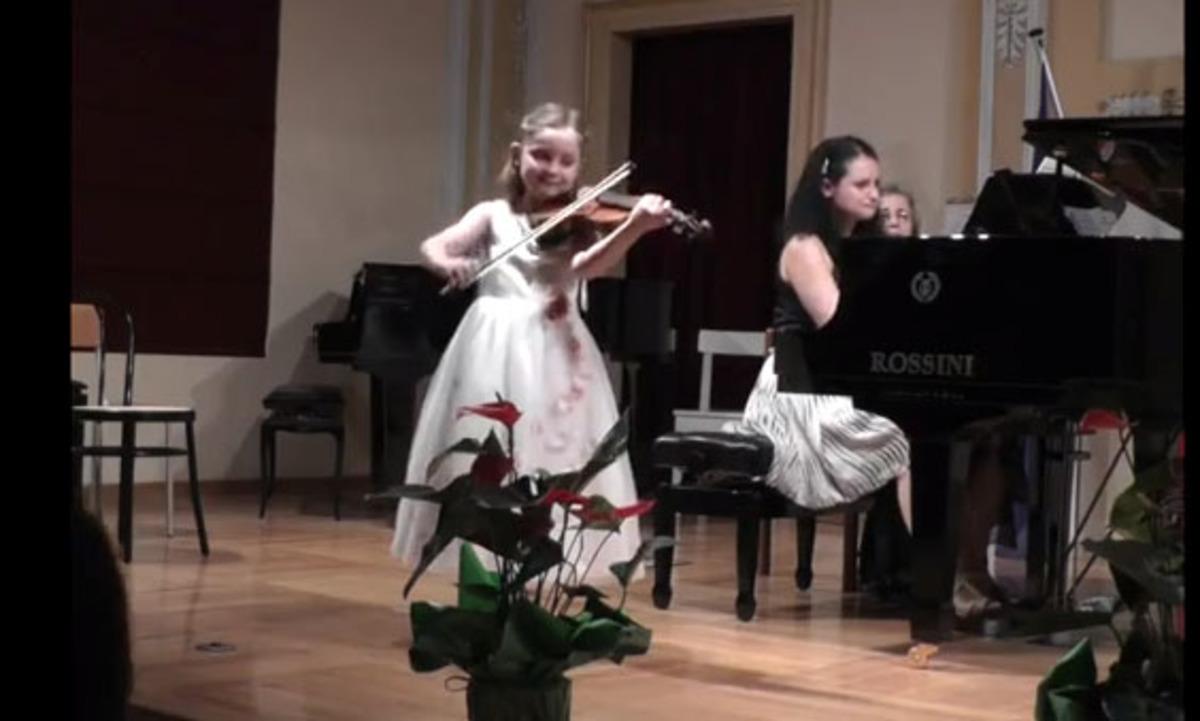 7χρονη παιδί θαύμα! – Παίζει βιολί και πιάνο και έχει γράψει και όπερα! | Newsit.gr