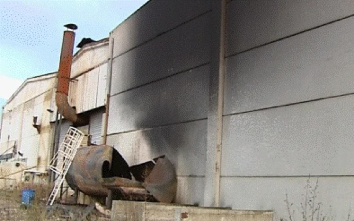 Φωκίδα: Τρόμος απο πυρκαγιά σε εργοστάσιο με δεξαμενές προπανίου – Video | Newsit.gr