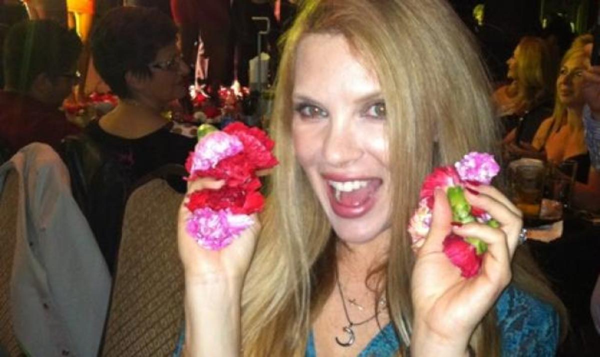 Χ. Αλούπη: Διασκεδάζει αλά ελληνικά στο Los Angeles | Newsit.gr
