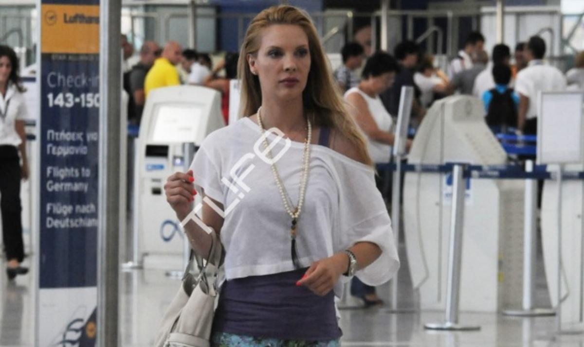 Χ. Αλούπη: Οικογενειακές διακοπές στη Χαλκιδική! Το TLIFE την συνάντησε στο αεροδρόμιο | Newsit.gr