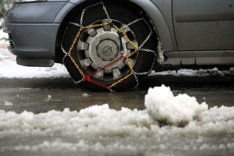 Με αλυσίδες η κυκλοφορία των αυτοκινήτων σε πολλές περιοχές της Βόρειας Ελλάδας   Newsit.gr