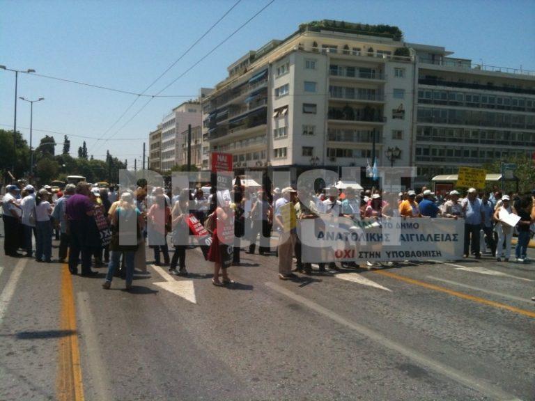 Κλειστή η Αμαλίας από διαμαρτυρόμενους για τον Καλλικράτη | Newsit.gr