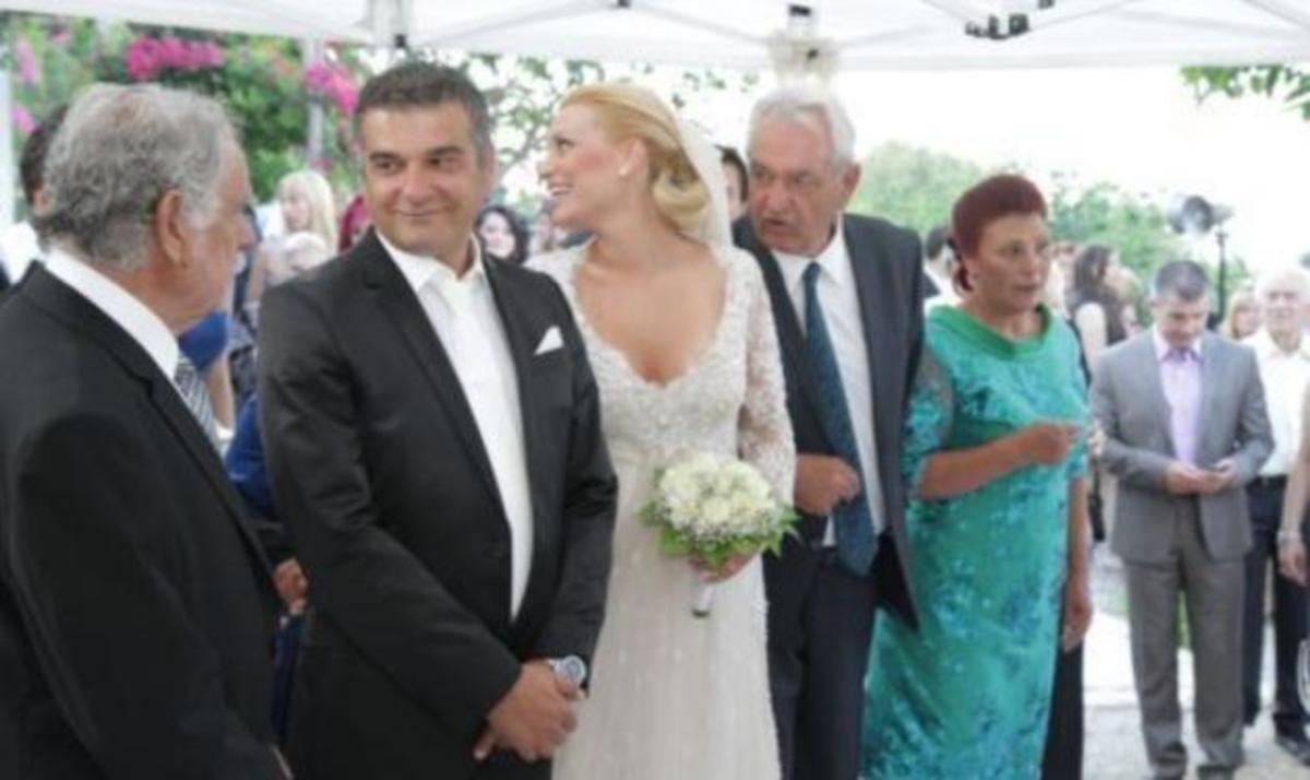 Κ. Αποστολάκης – Α. Αναστασάκη: Οι πρώτες φωτογραφίες από το γάμο τους στην Κρήτη! | Newsit.gr