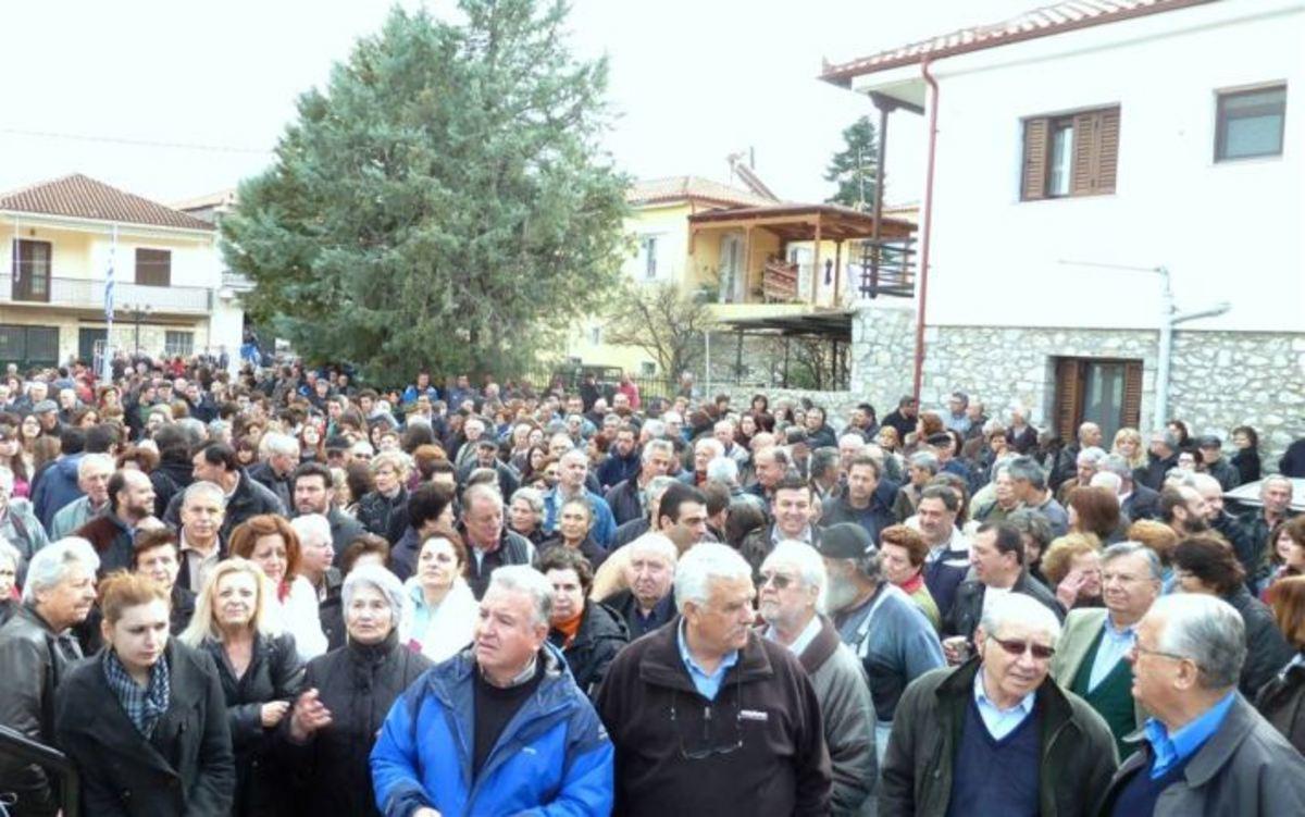 Κοσμοπλημμύρα στη διαμαρτυρία για το Κέντρο Υγείας Αμφίκλειας – ΦΩΤΟ & ΒΙΝΤΕΟ   Newsit.gr