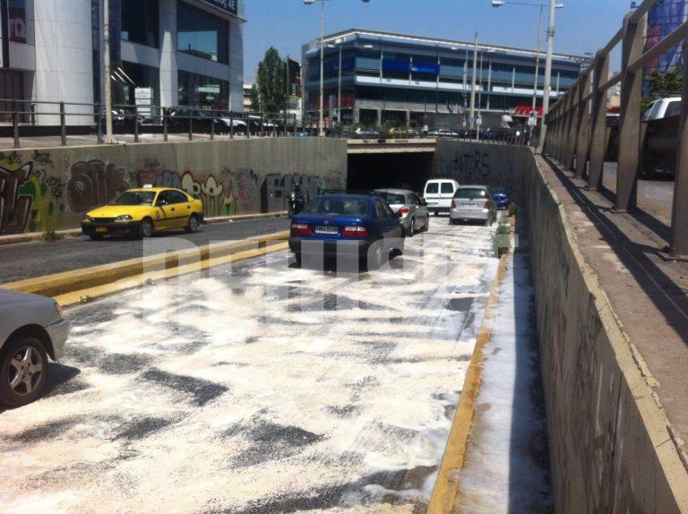 Ανατροπή φορτηγού με αέριο στην Αμφιθέας   Newsit.gr