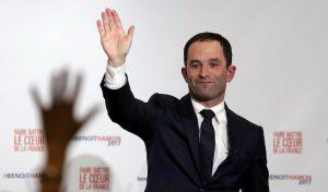 """Γαλλία: Σοσιαλιστές απειλούν τον αριστερό Αμόν – """"Γίνε πιο κεντρώος, αλλιώς…"""""""