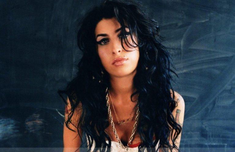 Το ποτό έστειλε ξανά την Amy Winehouse στο νοσοκομείο | Newsit.gr