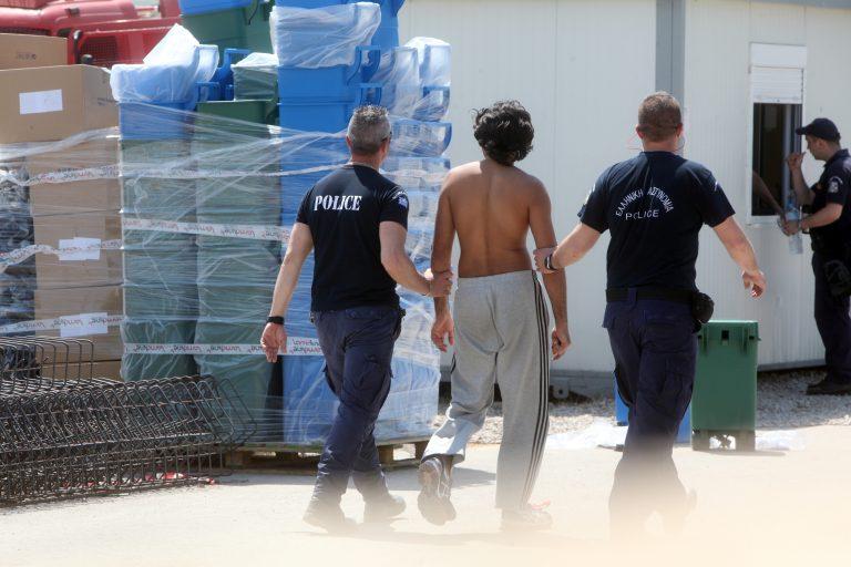 Σε διαθεσιμότητα ειδικός φρουρός γιατί έδειρε μετανάστη στην Αμυγδαλέζα | Newsit.gr