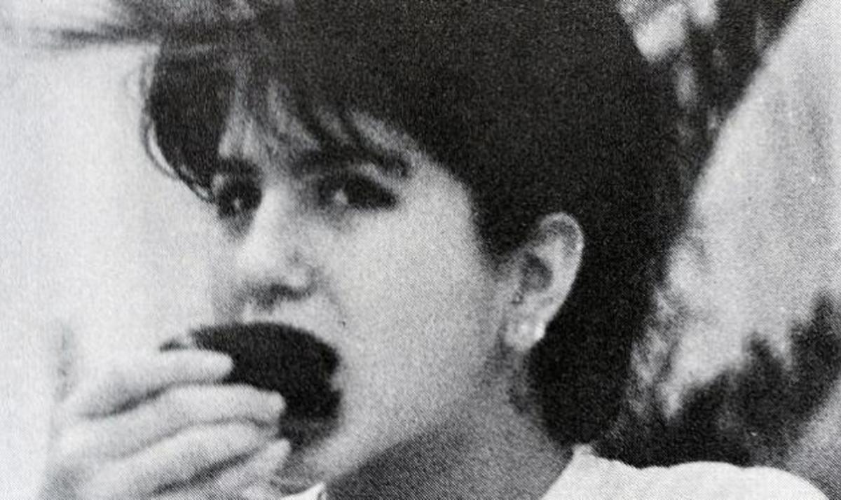 Αναγνωρίζεις το κορίτσι; Είναι πασίγνωστη ηθοποιός – Όλες οι σχολικές στιγμές της! | Newsit.gr