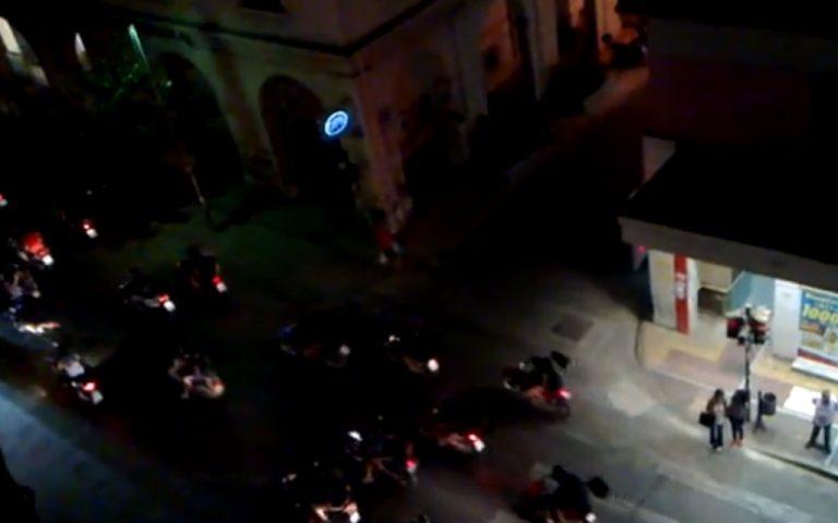 Πάτρα: Μηχανοκίνητη πορεία αντιεξουσιαστών στο κέντρο της πόλης – ΒΙΝΤΕΟ | Newsit.gr