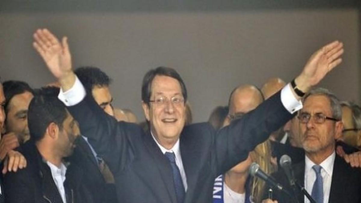 Κύπρος: Ποιοι δοκιμάζουν κουστούμια για υπουργοί | Newsit.gr