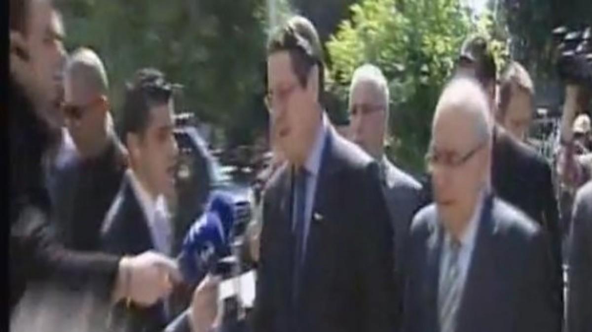 Γιούχαραν τον Νίκο Αναστασιάδη έξω από τη Βουλή! | Newsit.gr