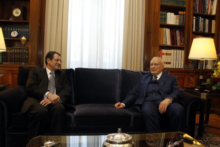 Παπούλιας σε Αναστασιάδη: «Υψιστη εθνική προτεραιότητα, το Κυπριακό» | Newsit.gr