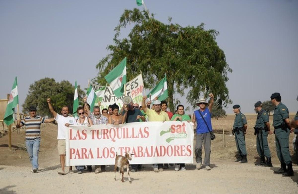 Ισπανία: Έδιωξαν τους ακτιβιστές που έκαναν κατάληψη σε αγροτική έκταση στην Ανδαλουσία | Newsit.gr