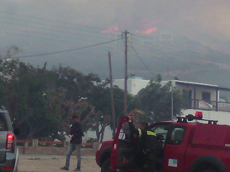 Μαίνεται η φωτιά στην Άνδρο – Κινδυνεύουν σπίτια – Μάχη με φλόγες και ανέμους [pics] | Newsit.gr