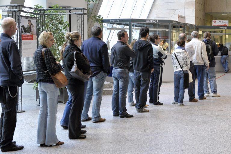 Τετραπλάσια η ανεργία στην Ελλάδα από τη Γερμανία | Newsit.gr