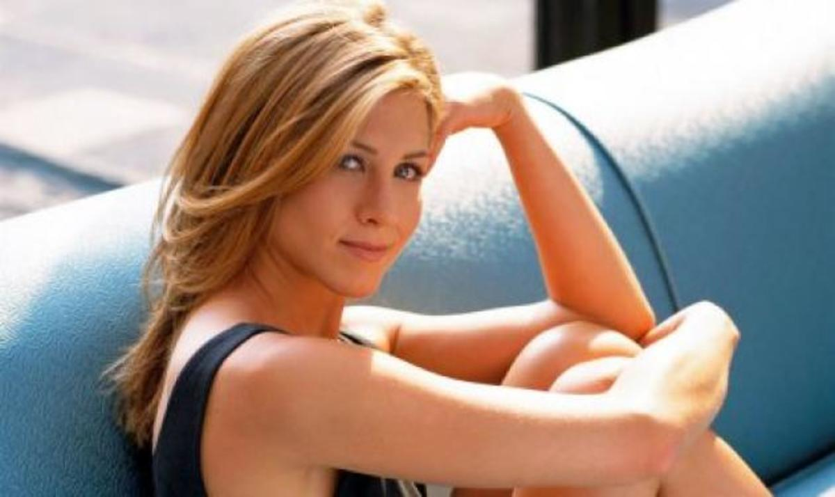H Aniston δημοπρατεί τον εαυτό της   Newsit.gr