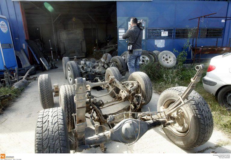 Αλλοδαποί συνελήφθησαν την ώρα που διέλυαν κλεμμένα αυτοκίνητα   Newsit.gr