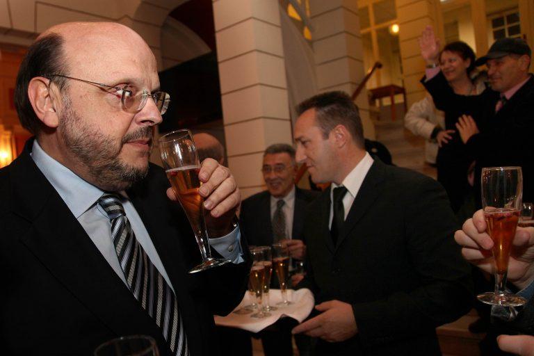 Αμηχανία από τη ΝΔ για την επιστολή Καραμανλή σε Χριστοφοράκο | Newsit.gr