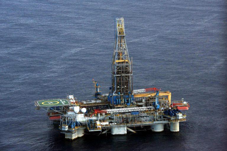 Ο Κρ. Αρσένης μπλοκάρει έρευνες για πετρέλαιο σε Ιόνιο και Κρήτη γιατί κινδυνεύουν δελφίνια και φάλαινες, όπως υποστηρίζει   Newsit.gr